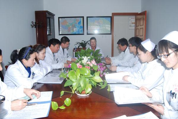 医务人员每周一次会议讨论