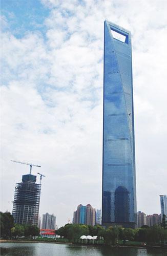 上海环球金融中心钢桁架内力监测