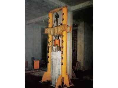 300吨级锚杆静压钢管桩装置