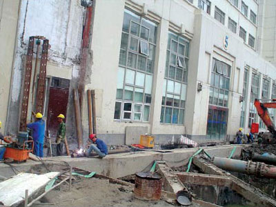 华东医院保护建筑加固(10m深基坑)