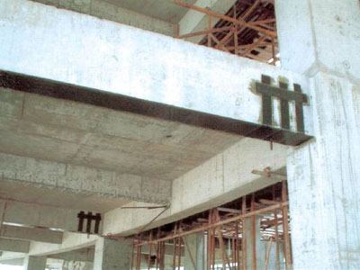 粘贴碳纤维布对钢筋砼大梁进行补强加固