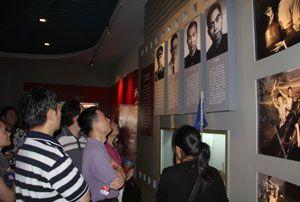 参观革命历史纪念馆