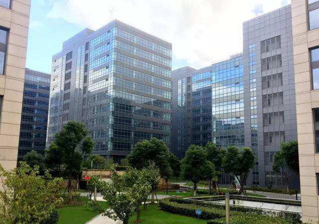 上海浦东外高桥新市镇6号地铁商品住宅(金地集团项目) 2010年6月 10万㎡ EPS薄膜面系统