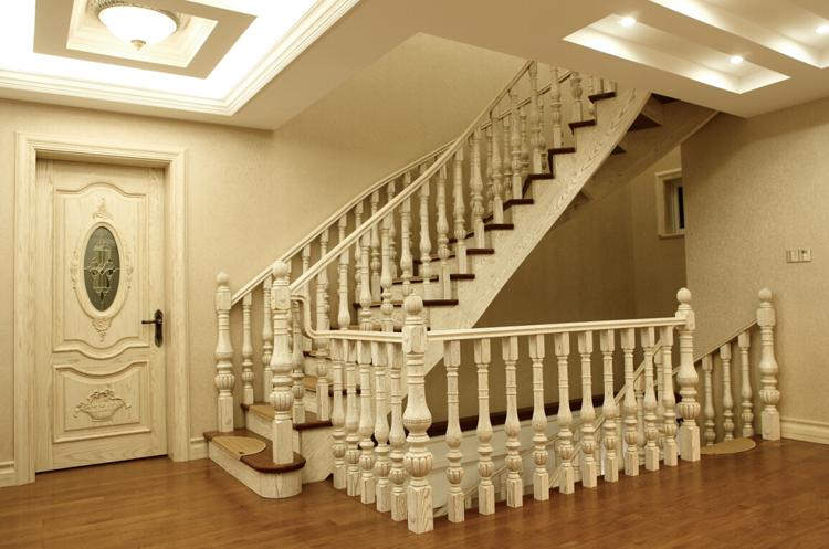 高端空间楼梯下面的设计图